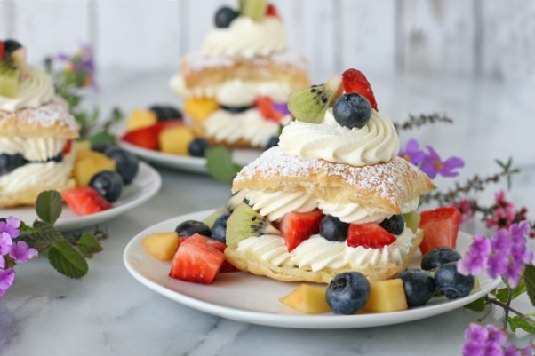 Fresh-fruit-cream-puffs
